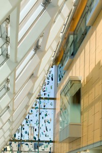 """The University Hospitals Seidman Cancer Center in Ohio's main entrance includes Brad Howe's multi-story mobile """"Sea Rhythm."""" It suggests water and the life it supports. Image: Courtesy of Kevin Reeves."""
