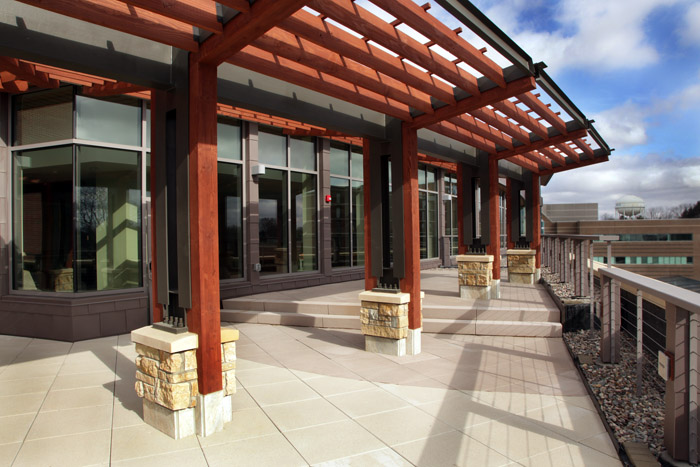 Monroe_Clinic_Cafe_Outdoor_Seating